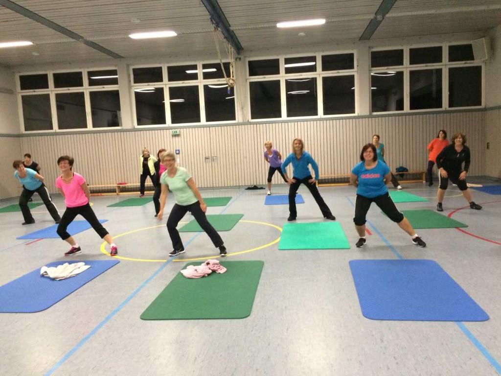 Die Fitnessgruppe beim Turnen