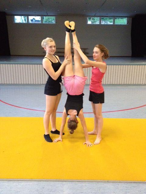 ...mit Handstand (TV Girls, ab 7. Klasse)
