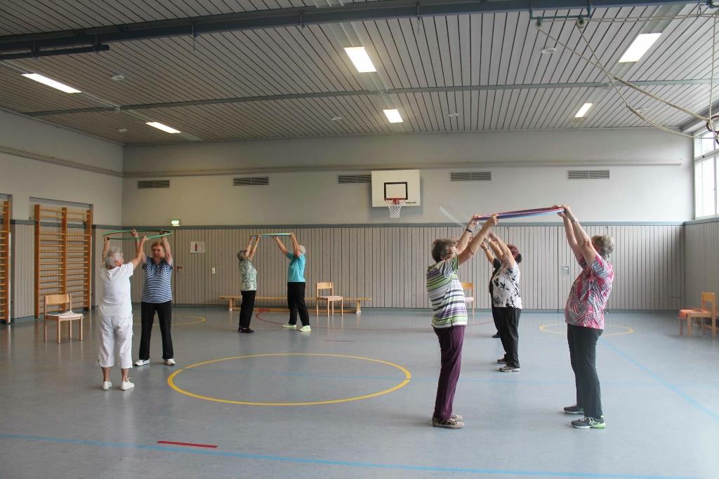 Frauengruppe II beim Turnen...
