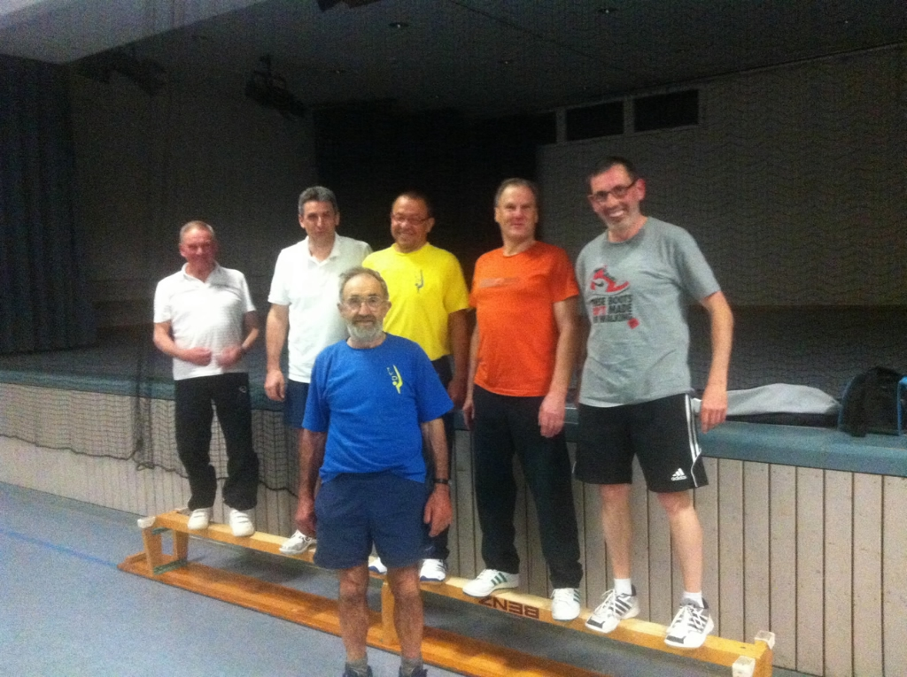 Männergruppe mit Übungsleiter (Franz Tröndle, rechts im Bild)