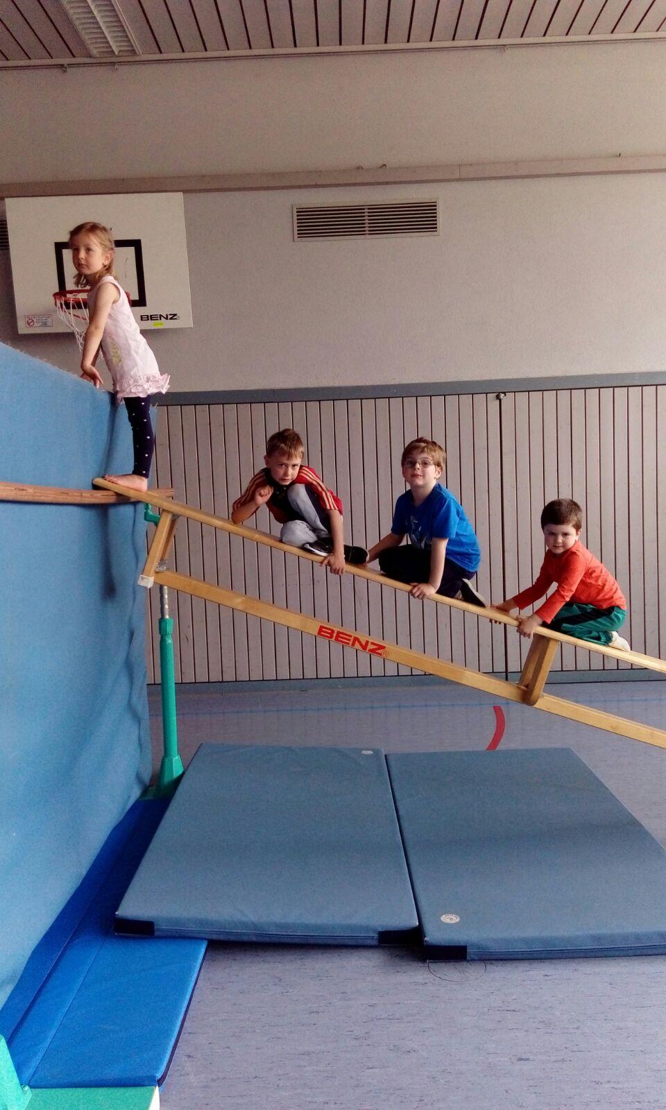 """Bewegungsspiel """"Wechsel"""" mit den Schwerpunkten Reaktionsfähigkeit und Schnellkraft in der Vorschulgruppe"""